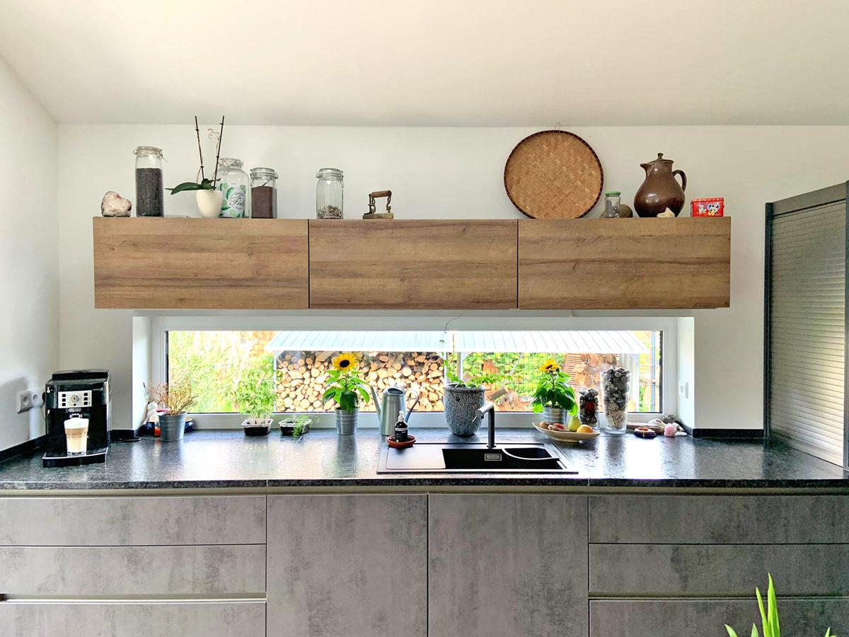 Küchenzeile und Kochinsel
